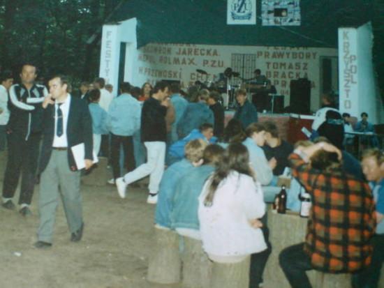 Koncerty i festyny na muszli koncertowej w lasku miejskim w Więcborku organizowane przez agencję artystyczną Tomasza Bracka.