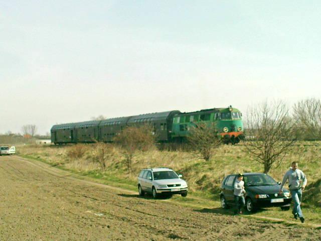 Dzisiejszy pociąg specjalny relacji Chojnice - Więcbork - Nakło - Gniezno - Poznań wywołał duże zainteresowanie mieszkańców iturystów kolejowych
