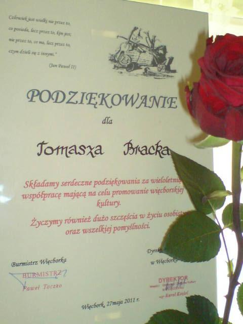 Tomasz Bracka uhonorowany owacjami i stosownym dyplomem burmistrza Więcborka i dyrektora MGOK Więcbork za wybitne zasługi na rzecz więcborskiej kultury