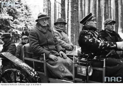 Prezydent Polski Ignacy Mościcki i Marszałek Polski Edward Rydz Śmigły na polowaniu prezydenckim w więcborskich