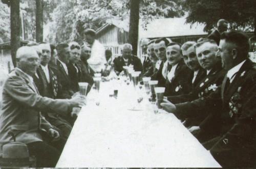 Prezes Jan Bracka i Jerzy Waldorff z braćmi w Więcborku