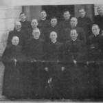 Prymas Polski Kardynał Józef Glemp po święceniach kapłańskich i mszy prymicyjnej w Runowie 1956r.