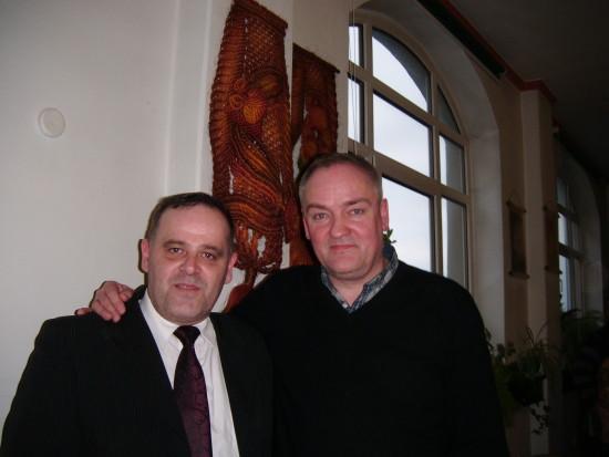 Maestro Andrzej Dobber i Tomasz Bracka podczas spotkania z mieszkańcami Więcborka w bibliotece miejskiej kwiecień 2014r.