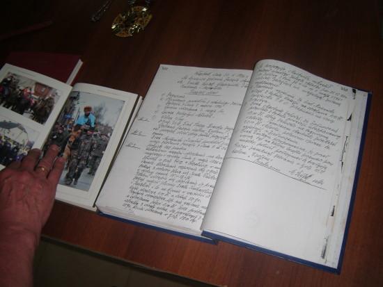 285 letnia Kronika KBS Więcbork z wpisami prezesa Jana Bracka . foto Tomasz Bracka
