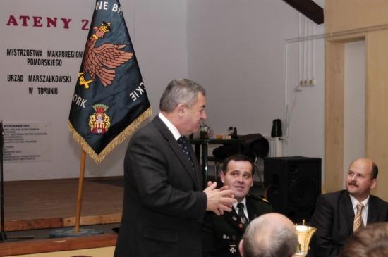 Prezes KBS Więcbork, Tomasz Bracka, Minister RP Wojciech Mojzesowicz i Burmistrz Paweł Toczko w trakcie przejęcia lasku przez KBS Więcbork 23.12.2006r.