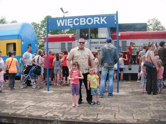 Rzesze podróżnych i mieszkańców Więcborka na stacji PKP Więcbork witało ponownie po 17, 16 pociąg pasażerski relacji Kcynia - Więcbork - Chojnice 29.05.2016r.