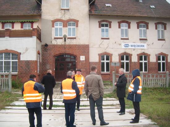 Kontrola zabytkowej 130 letniej LK 281 i stacji PKP Więcbork z udziałem najwyższych władz UTU, PKP, i przedstawicieli Ministerstw Infrastruktury i Budownictwa RP - 12.10.2016r. foto Tomasz Bracka