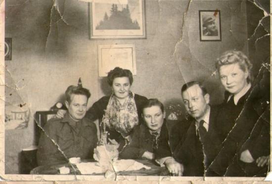 Pierwszy z lewej mój dziadek aliant Henryk Bracka trzeci z lewej sybirak Joachim Bracka uśmiercony przez komunistycznych katów i złodziei z PRL i ZSRR !!!