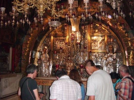 Jerusalem w miejscu ukrzyżowania Jezusa Chrystusa w Bazylice Grobu Pańskiego - foto Tomasz Bracka