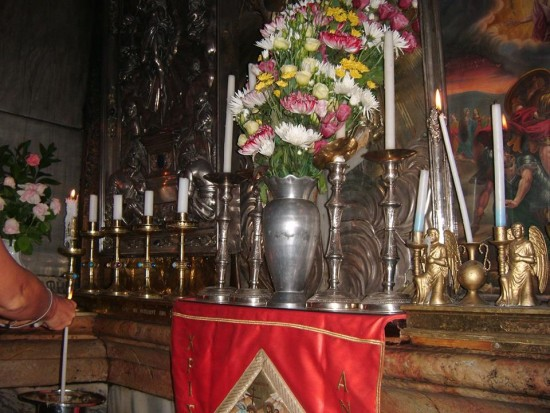Grób Jezusa Chrystusa w Jerusalem widoczny na zdjęciu pusty !!! Jezus Chrystus zmartwychwstał radujmy się Alleluja !!! foto Tomasz Bracka