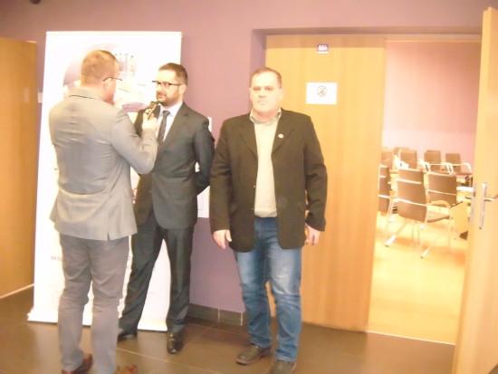 Na zdjęciu dyrektor Ministra Infrastruktury i Budownictwa i ja w trakcie naszego wywiadu dla Polskiego Radia.