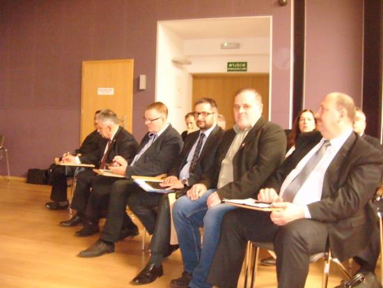 Na zdjęciu najwyższe władze PKP, a obok mnie z lewej dyrektor Ministra Budownictwa i Infrastruktury RP.