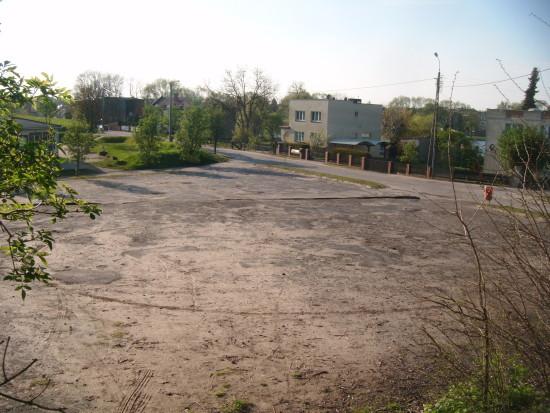 Zdewastowane parkingi przy lasku miejskim i ośrodkach wczasowych do naprawy - foto Tomasz Bracka