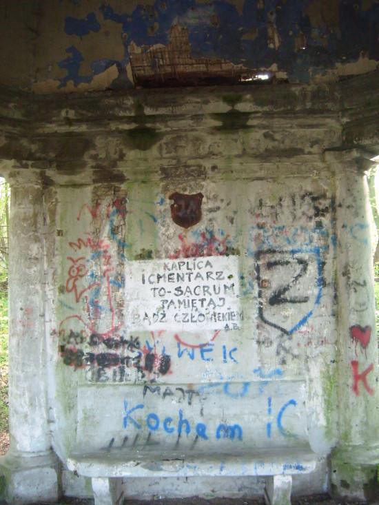 Grobowiec rodu Konkiel do remontu i to natychmiast - foto Tomasz Bracka