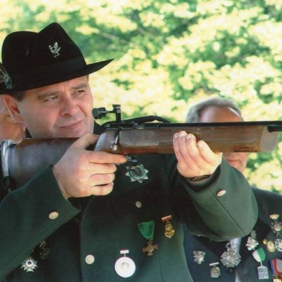 Na zdjęciu Tomasz Roman Bracka założycie, prezes i król 285 letniego Kurkowego Bractwa Strzeleckiego a turnieju strzeleckim w Więcborku.