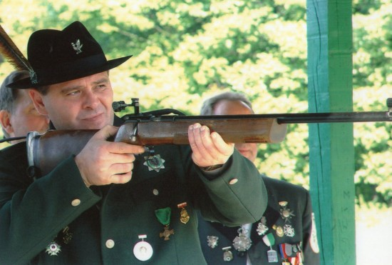 Prezes 285 letniego KBS Więcbork Tomasz Bracka na turnieju strzeleckim w Więcborku.