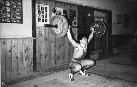 Na pomoście w Więcborku 31 lat temu opozycjonista antykomunistyczny i sportowiec Tomasz Roman Bracka Podnoszenie Ciężarów w 1986 roku ciężar na sztandze 100 kilogramów w rwaniu !!! Tomasz Roman Bracka