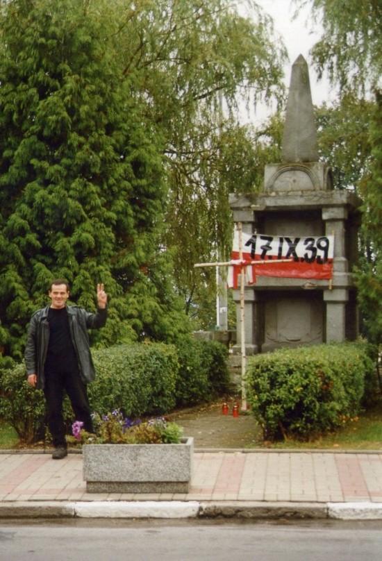 Na zdjęciu Tomasz Bracka podczas demonstracji antykomunistycznej w Więcborku w rocznicę najazdu sowieckiego 17. 09. 1939 r. Więcbork