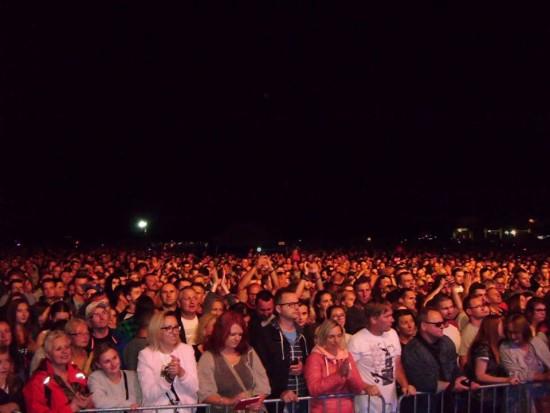 Udany koncert zespołu Dżem w Tucholi pod patronatem medialnym gazety więcborskiej. Na zdjęciu 30 000 fanów Dżemu w Tucholi – foto gazeta więcborska 23. 07. 2017 r.a