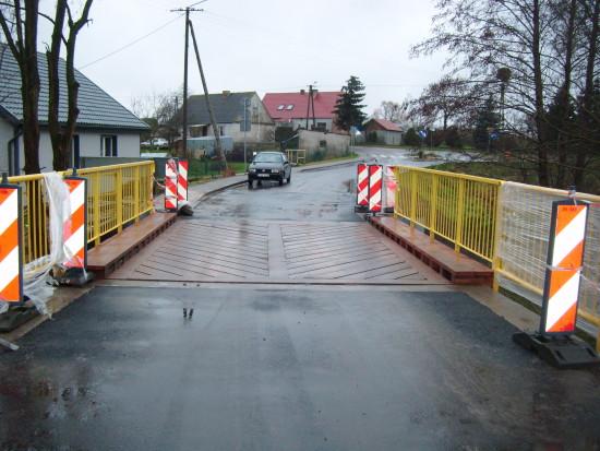 Most w Suchorączku gmina Więcbork po rocznych mękach Powiatowego Zarządu Drogowego w Sępólnie Kr. nareszcie wybudowany i przejezdny !!! foto Tomasz Roman Bracka