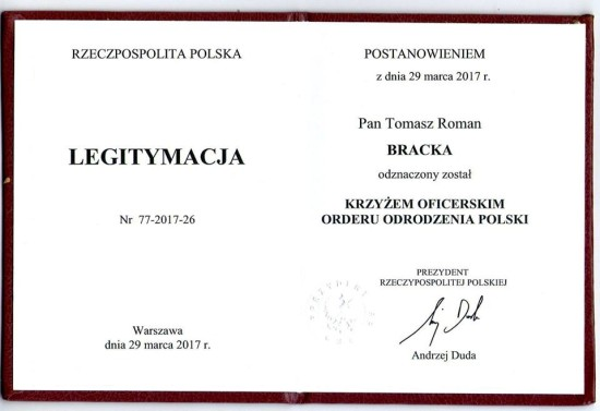 Tomasz Roman Bracka kawalerem Krzyża Oficerskiego Orderu Odrodzenia Polski Polonia Restituta jest to drugie najwyższe państwowe odznaczenie cywilne w Polsce po Orderze Orła Białego.