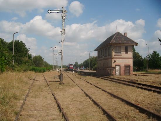 Zdewastowana nastawnia na stacji PKP Więcbork do remontu generalnego – foto Tomasz Bracka