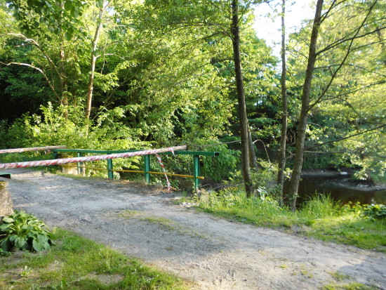 Rozpoczął się remont zabytkowego wodospadu w Runowie Młyn, przejazd przez wodospad został zamknięty do zakończenia remontu - foto Tomasz Roman Bracka