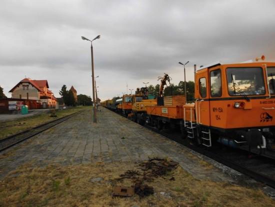 Zaczęła się wywalczona przeze mnie rewitalizacja LK 281 na Magistrali Kolejowej Portowej BiS Północ Południe na LK 281 kat A !!! Setki ton sprzętu już jest wjechało na dwa tory stacji węzłowej PKP Więcbork !!! foto Tomasz Roman Bracka