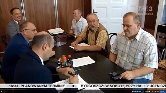 Poniżej foto z nagrania przez TVP mojej rejestracji w Krajowym Biurze Wyborczym w Bydgoszczy 27. 08 2018 r