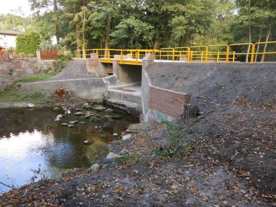 Dobiegł końca remont mostu z wodospadem w Runowie Runowie Młyn wywołany przeze mnie nakazem pokontrolnym WINB Bydgoszcz - Tomasz Roman Bracka