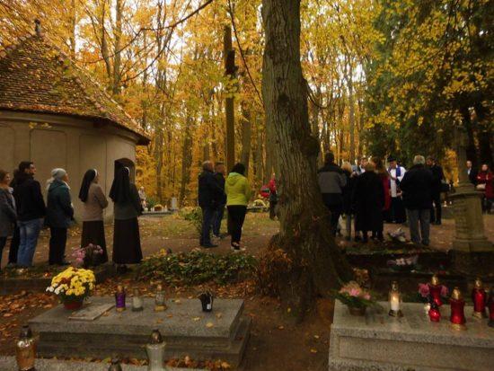 Wszystkich Świętych na katolickim cmentarzu parafialnym w Więcborku. foto Tomasz Roman Bracka