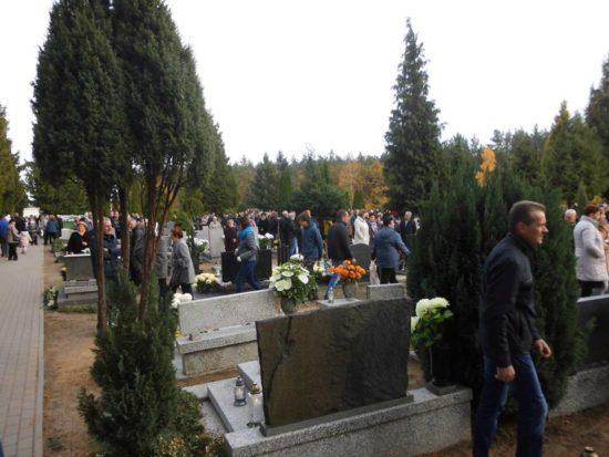 Wszystkich Świętych na cmentarzu komunalnym w Więcborku. foto Tomasz Roman Bracka