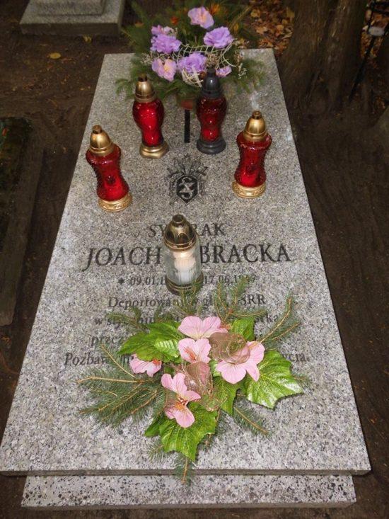 Miejsce spoczynku sybiraka Joachima Bracka deportowanego z setkami mieszkańców z Więcborka w 1945 r. w głąb ZSRR przez komunistycznych zbrodniarzy z UBP PRL i NKWD ZSRR ! Cmentarz Parafialny w Więcborku teraz.! foto Tomasz Roman Bracka