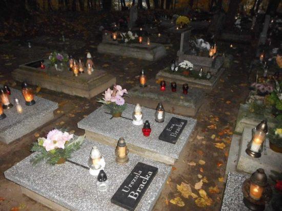 Dzień Zaduszny na cmentarzu Parafialnym i komunalnym w Więcborku. foto Tomasz Roman Bracka