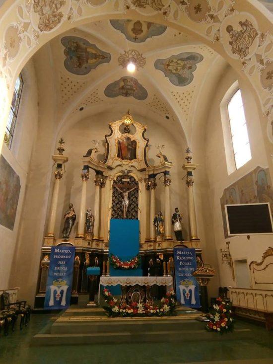 W oczekiwaniu na Królową Polski w Więcborku, która pojawi się w naszym mieście i kościele dziś po godzinie 17  foto Tomasz Roman Bracka
