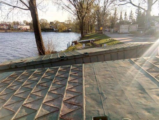 Zamiast budować za miliony nowe molo przy promenadzie, co prezentuję na zdjęciach należało najpierw wyremontować sypiące się zabytkowe kamienice w Więcborku - foto Tomasz Roman Brack