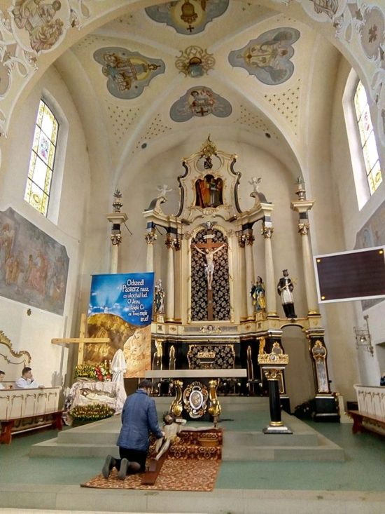 Wielka Sobota kościół katolicki w Więcborku. foto Tomasz Roman Bracka