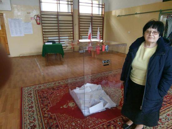 Moje dzisiejsze głosowanie w Więcborku z mamą w dniu mamy, foto Tomasz Roman Bracka Gazeta Więcborska — w: Więcbork