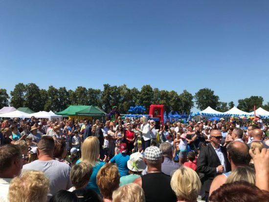 Piknik #Rodzina500Plus ❗️ Ponad 2000 ludzi, zero zorganizowanych przyjazdów ... każdy przyszedł sam ❤️ doceniając, co dla Rodzin robi Prawo i Sprawiedliwość 🇵🇱 Tomasz Roman Bracka źródło premier.gov.p