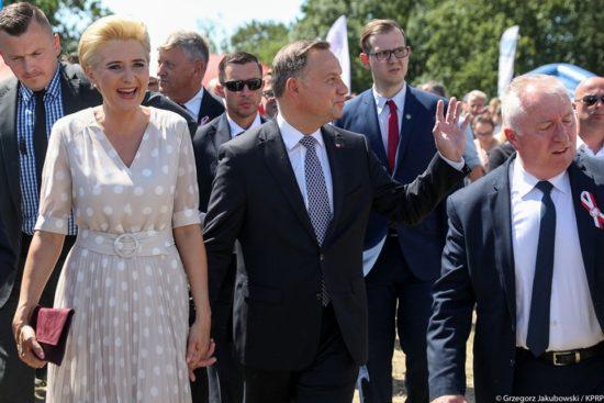 Prezydent Andrzej Duda wraz z Małżonką Agatą Kornhauser-Dudą na targach w Minikowie - źródło Kancelaria Prezydenta RP - Tomasz Roman Bracka