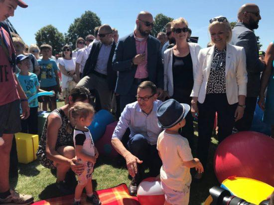 Minister @BorysSzopa razem z premierem @MorawieckiM podczas rodzinnego pikniku w woj. kujawsko-pomorskim. #rodzina500plus 