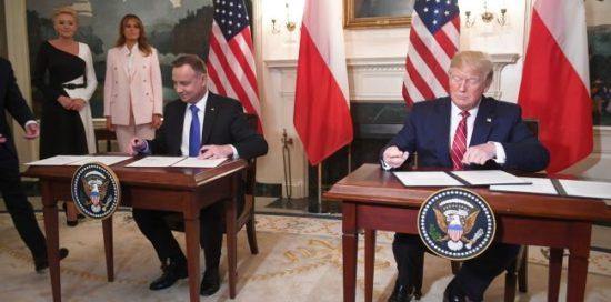 🇵🇱🇺🇸 Podpisanie umów handlowych i militarnych przez Prezydentów Polski i USA Prezydenckich w Gabinecie Owalnym fot. PAP/Radek Pietruszka