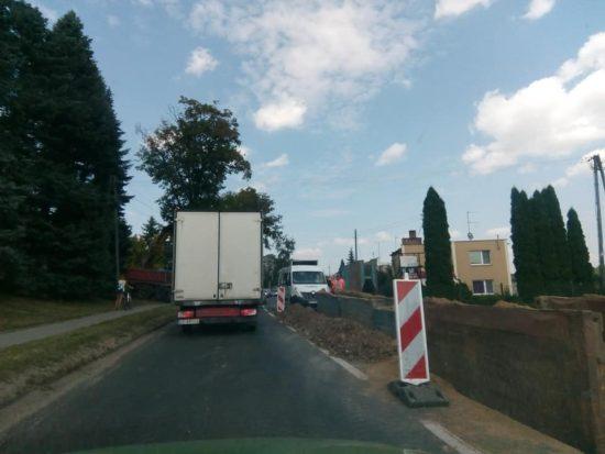 Trwa budowa kanalizacji ściekowej na DW 241 przy ul. Wyzwolenia w Więcborku - foto Tomasz Roman Bracka