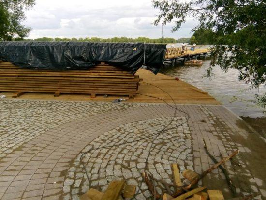 Dobiega końca budowa molo przy promenadzie w Więcborku - foto Tomasz Roman Bracka