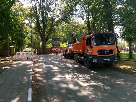 Trwa budowa kanalizacji ściekowej istacji wodociągów wiejskich wewsi Runowo Kr. - foto Tomasz Roman Bracka