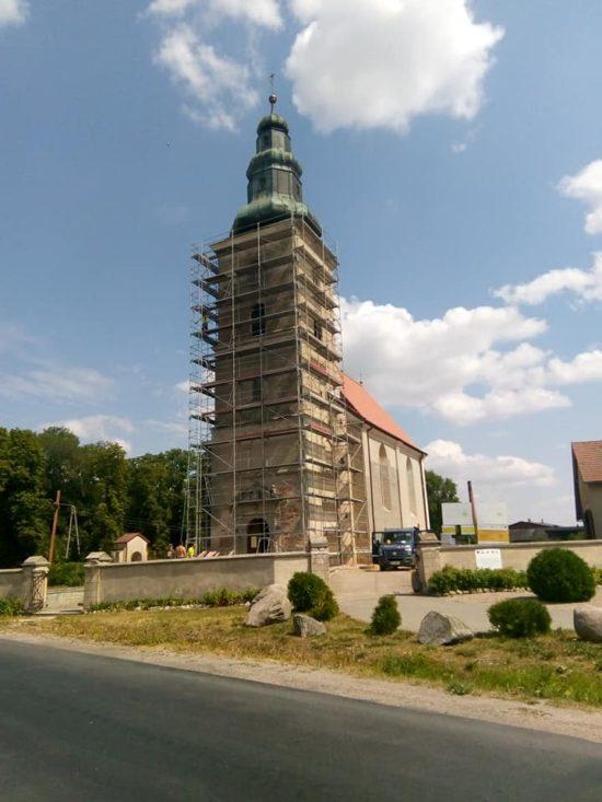 Trwa remont zabytkowego ponad 400 letniego kościoła katolickiego w Runowie Kr gm. Więcbork - foto Tomasz Roman Bracka