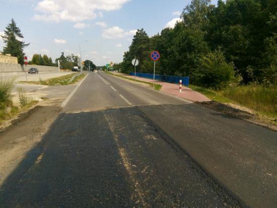 Trwa wywalczona przeze mnie przebudowa DW 242 na trasie Więcbork - Runowo Kr z budową poboczy z obu stron drogi - foto Tomasz Roman Bracka