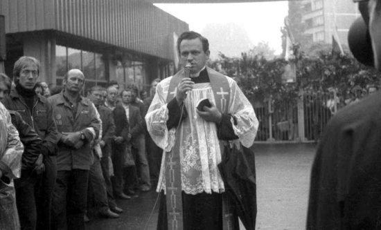 Kapelan Solidarności Ks Prałat Henryk Jankowski nigdy niezostanie wygumkowany przezliberałów iobślizgłe lewactwo ! Pamiętajmy dziś onaszym kapelanie ks Henryku Jankowskim jak on pamiętał onas wczasach PRLu. Tomasz Roman Bracka http://www.brygida.gdansk.pl/?modul=strony&strona=42