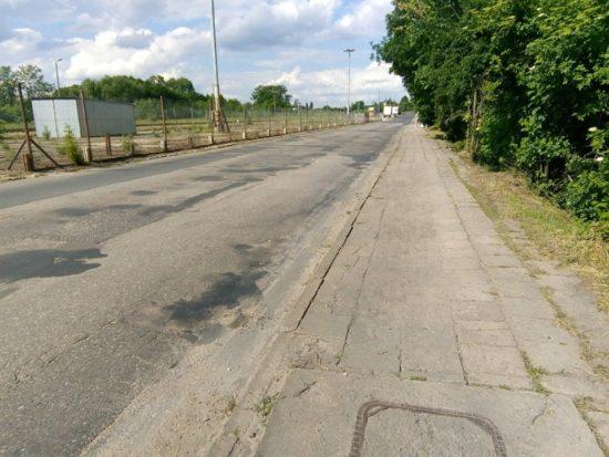 Zdewastowana ulica Dworcowa droga kategorii gminnej od zawsze zostanie przebudowana w 2019 r. - foto Tomasz Roman Bracka