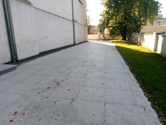 Teraz czas na renowacje ambony i odmalowanie więcborskiej świątyni oraz dokończenie posadzki granitowej wokół kościoła, którą prezentuje na zdjęciu - foto Tomasz Roman Bracka